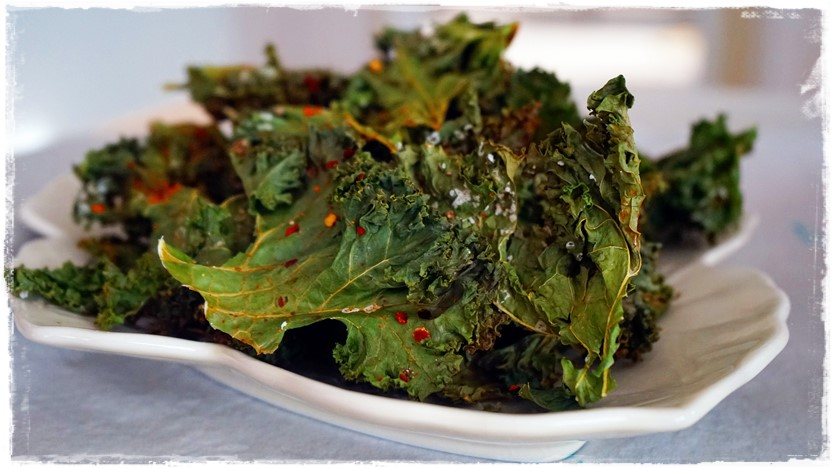Sweet Chili Lime Kale Chips Oil Free Raw Vegan Healthy Raw on 10 #vegnrecipe #rawkalechips #rawfood #oilfreevegan #chililimekalechips #dehydratorkalechips