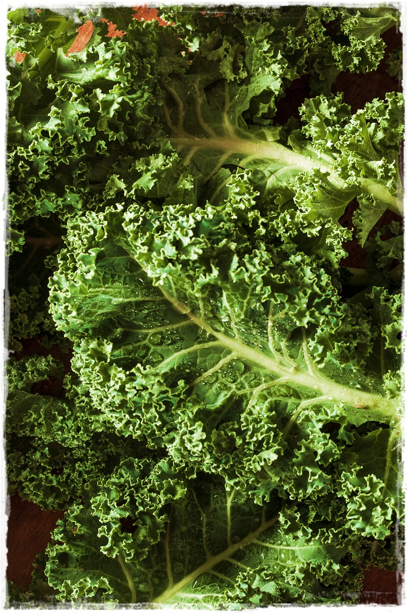 Sweet Chili Lime Kale Chips Oil Free Raw Vegan Healthy Raw on 10 #vegnrecipe #rawkalechips #rawfood #oilfreevegan #chililimekalechips #dehydratorkalechips