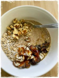 Raw Oats and Almond Breakfast Bites Recipe from Raw on 10
